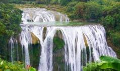 【贵州时光】黄果树瀑布、荔波小七孔、千户苗寨双飞经典5日游